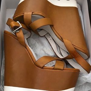 Bakers Elite Contract tan wedges - Size 8M